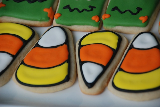 Candy corn cookies for halloween, very cute and easy to make!